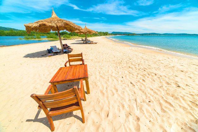 Куда поехать в октябре на море за границу в 2020 году - недорого, без визы, с ребенком, отдыхать